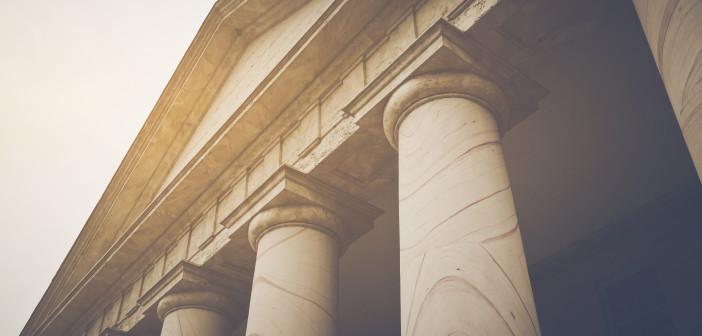 Stufen zum Gerichtsgebäude